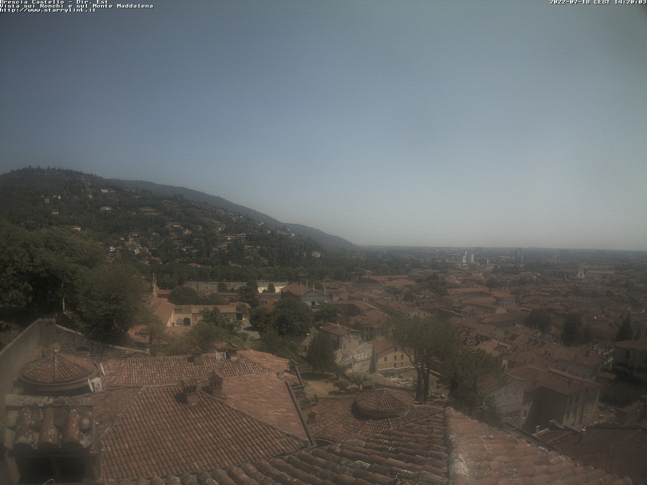 http://www.starrylink.it/webcam/castelloest/castelloEstMEGA.jpg